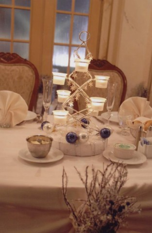 Re Post Pics of Winter wedding Centerpieces This was mine