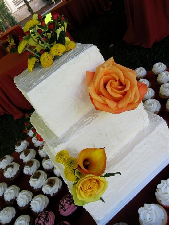 wedding cake idea (pink & white flowers)